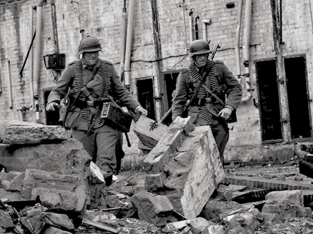 German soldiers carry ammunition the the MG34