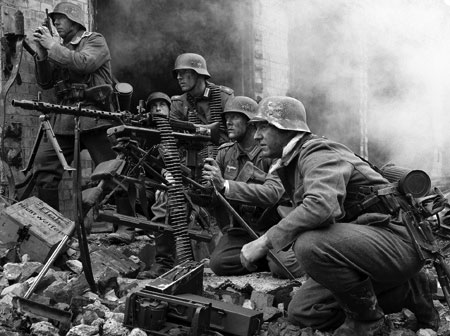 Grossdeutschland troops with an MG34 mounted on a Lafette